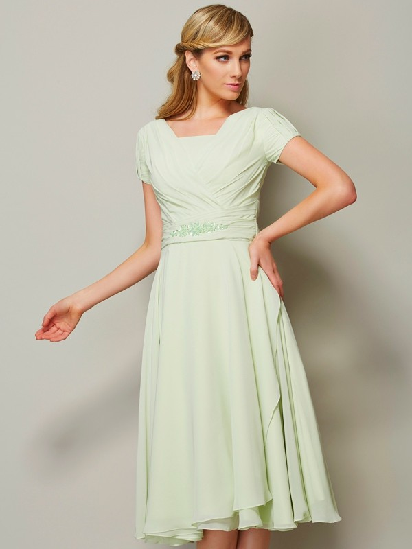 Elegant Sheath Bateau Short Sleeves Short Chiffon Bridesmaid Dress