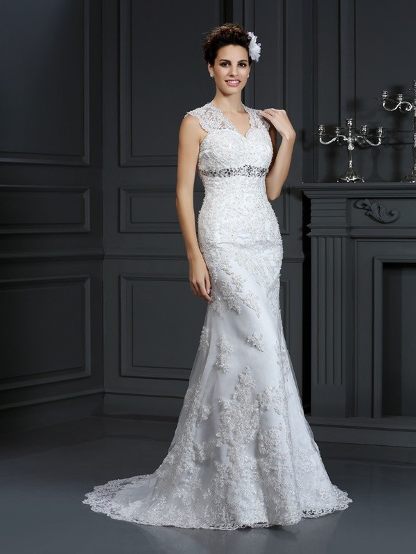 Exquisite Sheath V-neck Sleeveless Long Lace Wedding Dress