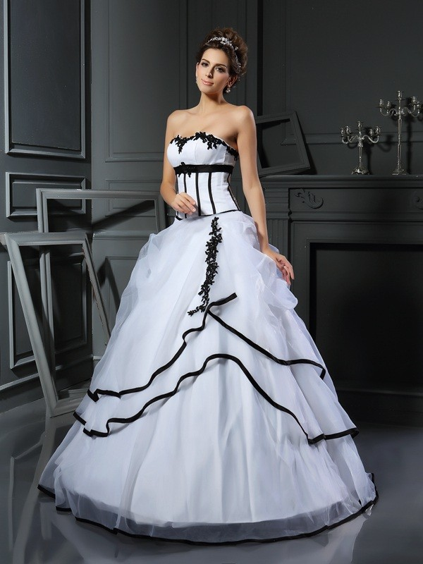 Classical Ball Gown Sweetheart Sleeveless Long Satin Wedding Dress
