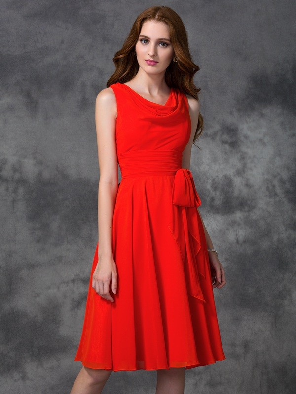Unique A-Line Scoop Sleeveless Short Chiffon Bridesmaid Dress