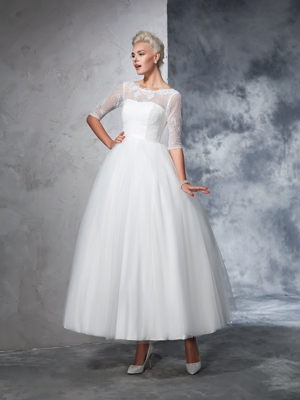 Glamorous Ball Gown Bateau Lace 1/2 Sleeves Long Net Wedding Dress