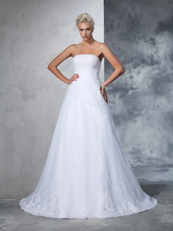 Glamorous Ball Gown Strapless Sleeveless Long Net Wedding Dress