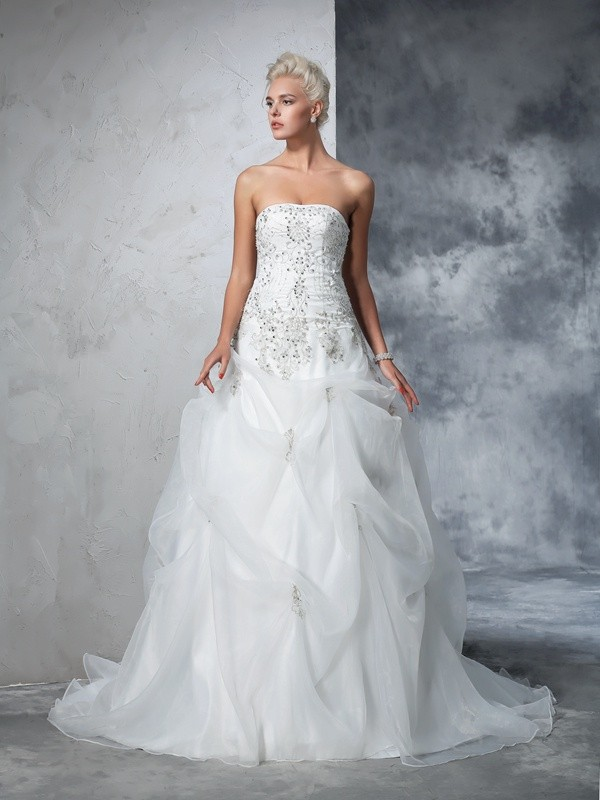 Glamorous Ball Gown Strapless Sleeveless Long Tulle Wedding Dress