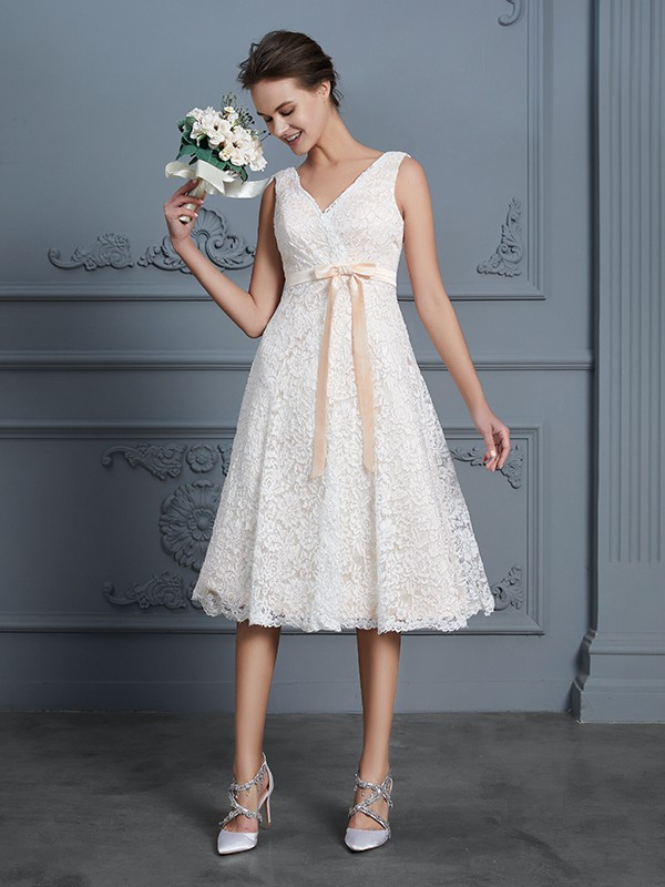 Perfect A-Line V-neck Sleeveless Knee-Length Lace Bowknot Wedding Dress
