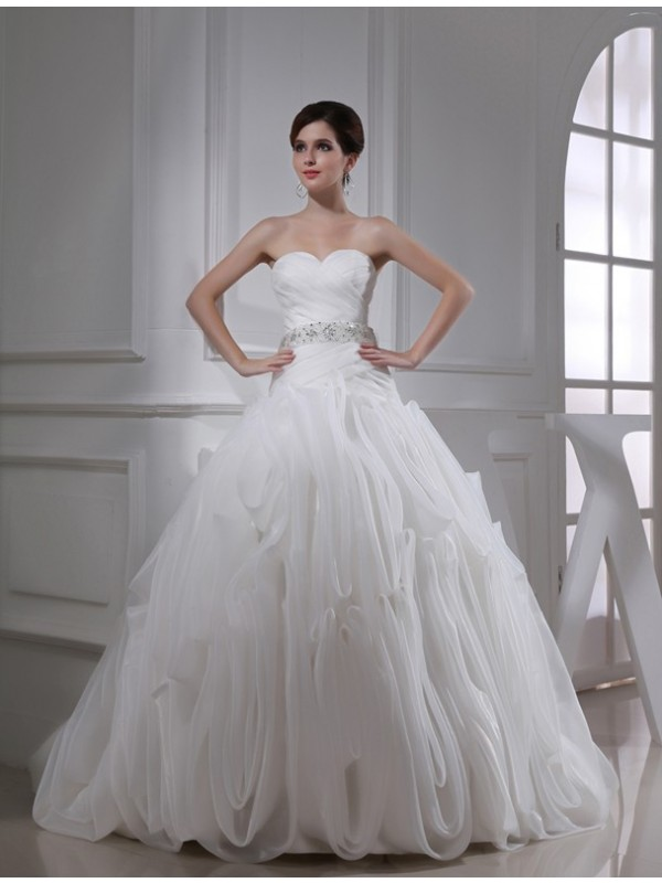 Modest Ball Gown Sweetheart Sleeveless Organza Wedding Dress