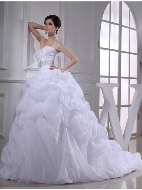 Modest Ball Gown Sweetheart Sleeveless Long Organza Wedding Dress