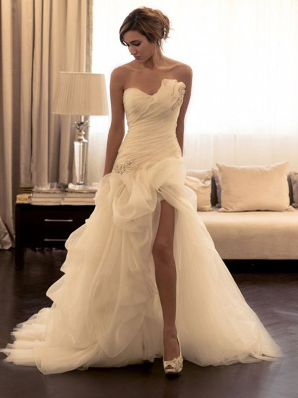 Affordable Ball Gown Organza Sweetheart Sleeveless Sweep/Brush Train Wedding Dress