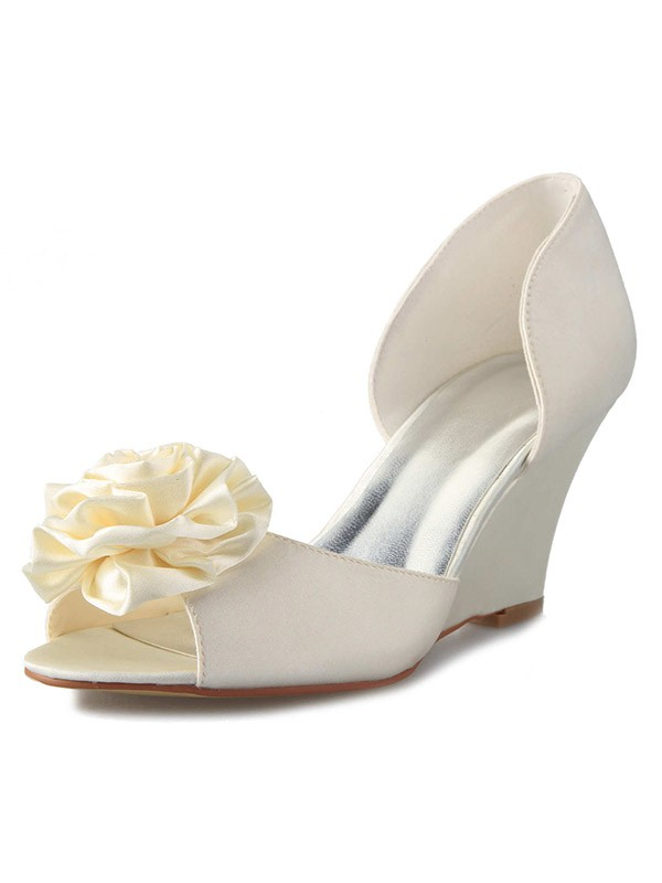 Classical Women Wedge Heel Satin Peep Toe Flower White Wedding Shoes