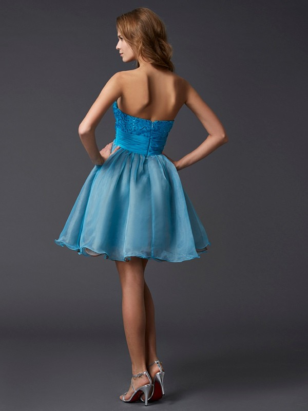 Chic A-Line Sweetheart Sleeveless Lace Short Taffeta Homecoming Dress