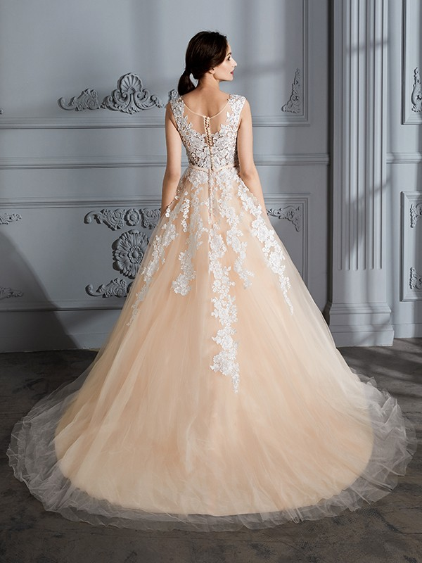 Fancy Ball Gown Scoop Sleeveless Court Train Tulle Wedding Dress