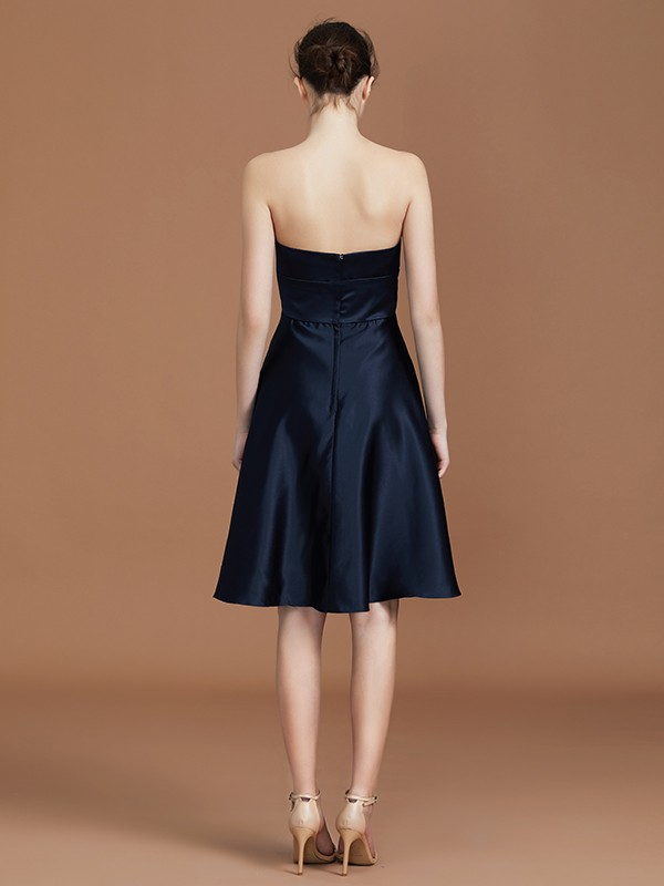 Stylish A-Line Sweetheart Knee-Length Sleeveless Satin Bridesmaid Dress