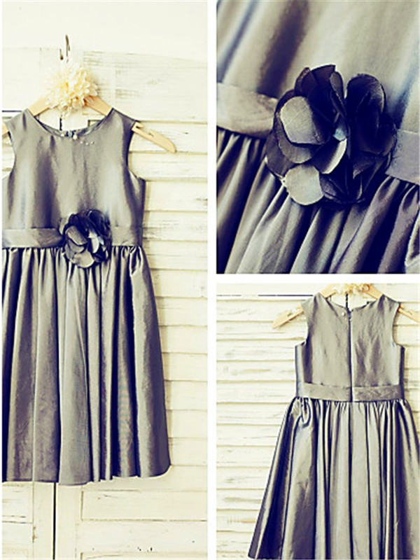 Nice A-line Tea-Length Scoop Sleeveless Satin Flower Girl Dress