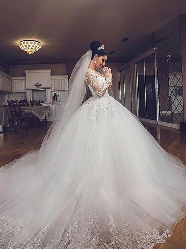 Exquisite Ball Gown Long Sleeves Tulle V-neck Court Train Wedding Dress