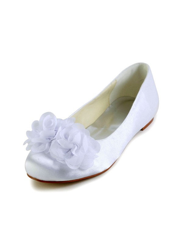 Exquisite Women Satin Flat Heel Closed Toe Flats White Wedding Shoes Satin Flower