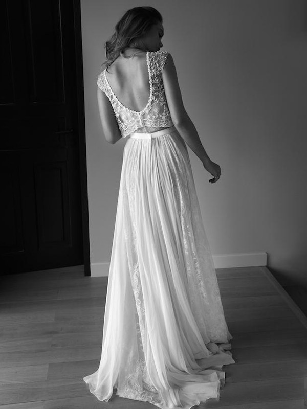 Perfect A-Line Sleeveless Scoop Tulle Sweep/Brush Train Wedding Dress